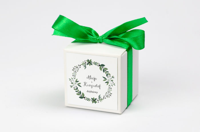 pudeleczko-z-personalizacja-kwiaty-z-nawami-zielony-wianek-kokardka--krowki-bez-krowek-papier-