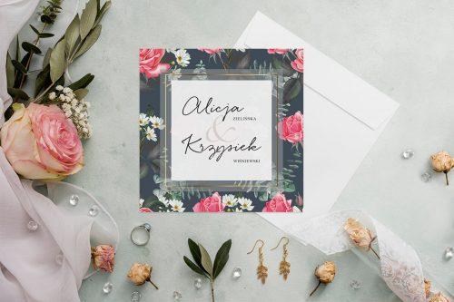 zaproszenie kwadratowe z ciemnym tłem i różowymi kwiatami