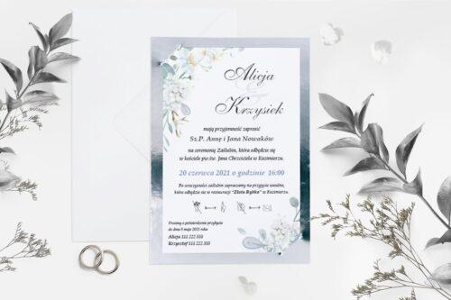 białe kwiaty ze srebrną podkładką