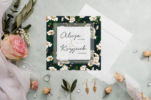 zaproszenie ślubne kwadratowe z czarnym tłem i białymi kwiatami