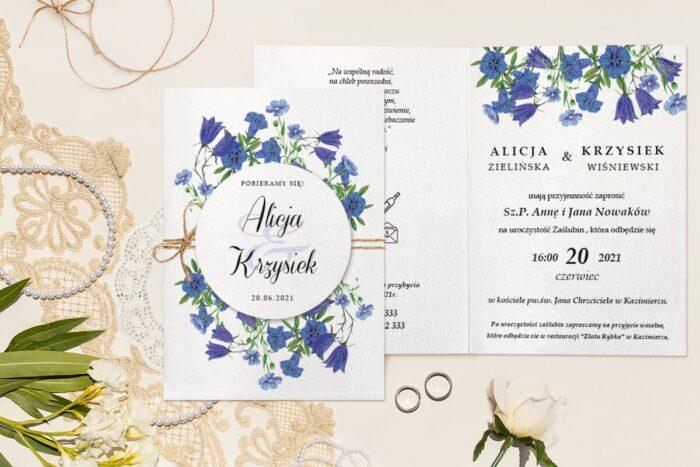 zaproszenie ślubne fakturowane z granatowymi kwiatuszkami