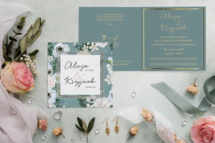 zaproszenie ślubne kwadratowe z niebieskim tłem i białymi kwiatami