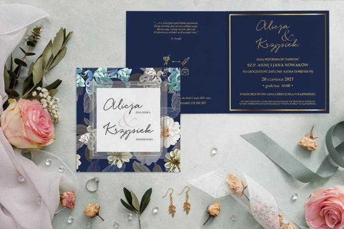 zaproszenie ślubne kwadratowe z granatowym tłem i białymi kwiatami