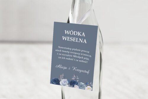 zawieszka na alkohol z niebieskimi kwiatami
