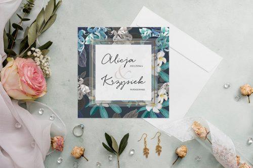 zaproszenie ślubne kwadratowe z granatowym tłem i biało niebieskimi kwiatami