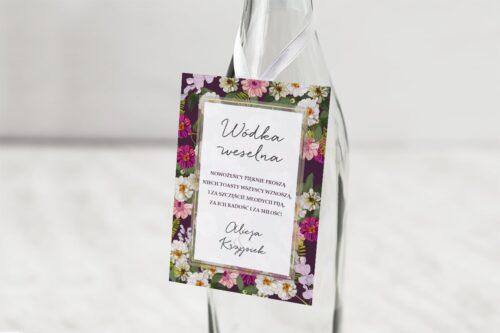 zawieszka na alkohol wzór 1 białe różowe bordowe kwiaty z bordowym tłem