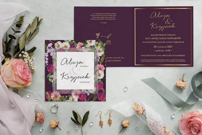 zaproszenie ślubne z bordowym tłem i kwiatami