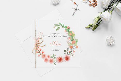 zaproszenie komunijne z wiankiem różowych kwiatów