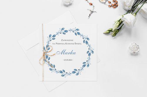zaproszenie na komunie z wiankiem kwiatów niebieskich