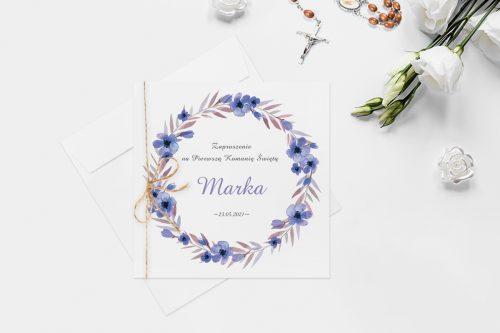 zaproszenie na komunie z wiankiem z fioletowych kwiatów