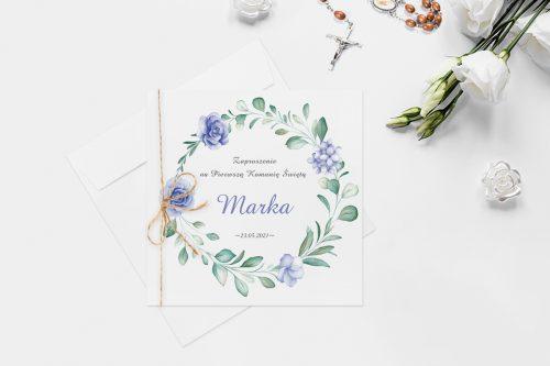 zaproszenie na komunie z wiankiem z niebieskimi różami