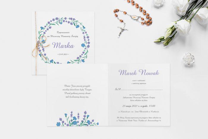 zaproszenie na komunie z wiankiem niebieskich i fioletowych kwiatów