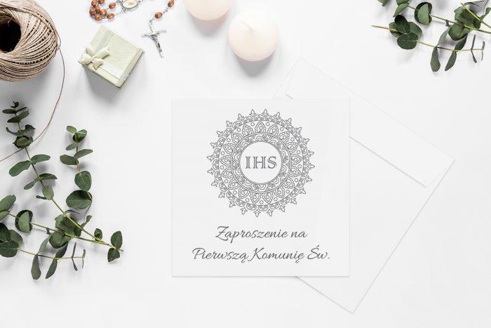 zaproszenia-na-komunie-kwadratowe-z-kwiatami-wzor-7-papier-matowy-koperta-k4-szara
