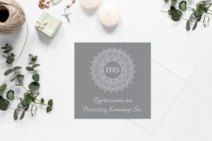 zaproszenia-na-komunie-kwadratowe-z-kwiatami-wzor-8-papier-matowy-koperta-k4-szara