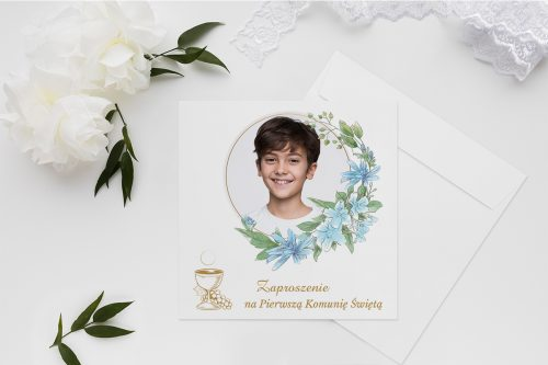 zaproszenia na komunie wianek z kwiatów i zdjęciem