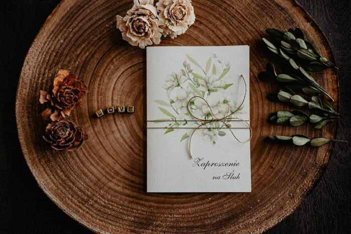 zaproszenia-na-slub-kwiatowe-galazki-wzor-10-papier-satynowany-dodatki-sznurek-zloty-metalizowany