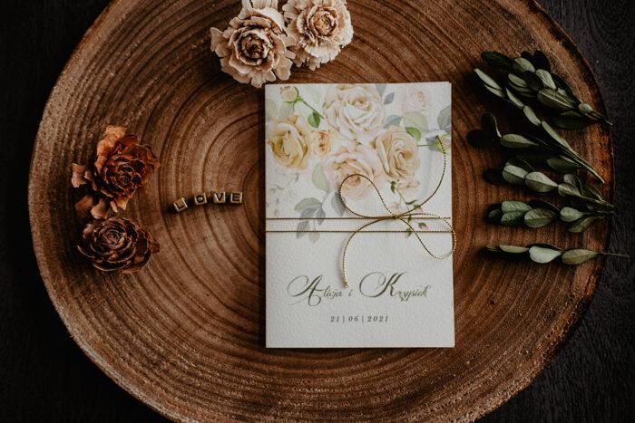 zaproszenie ślubne z kremowymi różami