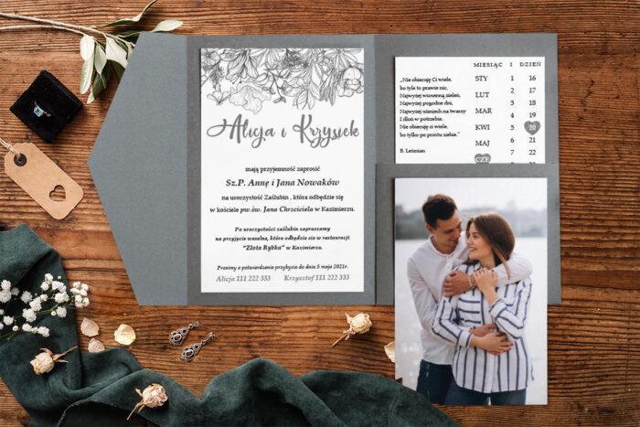zaproszenie-na-slub-zdjeciekalendarz-w-folderze-narysowane-kwiaty-papier-matowy-folder-z-kieszonkami-