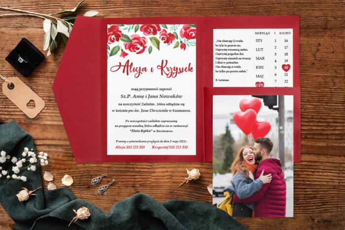 zaproszenie-na-slub-zdjeciekalendarz-w-folderze-czerwone-kwiaty-papier-matowy-folder-z-kieszonkami-
