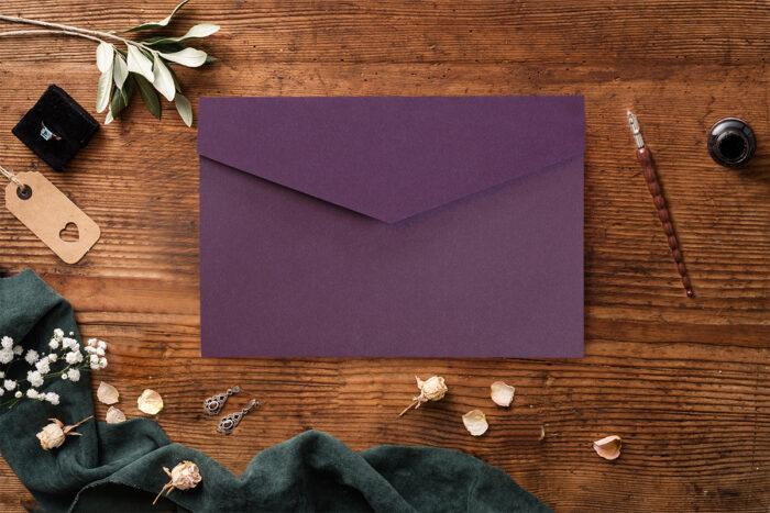 Zaproszenie-ze-zdjeciem-i-kalendarzem-w-kieszonce-wzor-violet