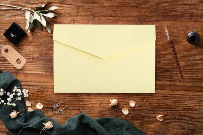 Zaproszenie-ze-zdjeciem-i-kalendarzem-w-kieszonce-wzor-yellow