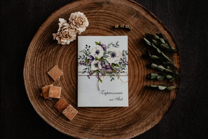 zaproszenie ślubne z bukietem anemonów