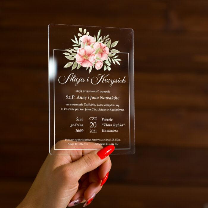 zaproszenie ślubne na pleksie przeźroczystej z kwiatami