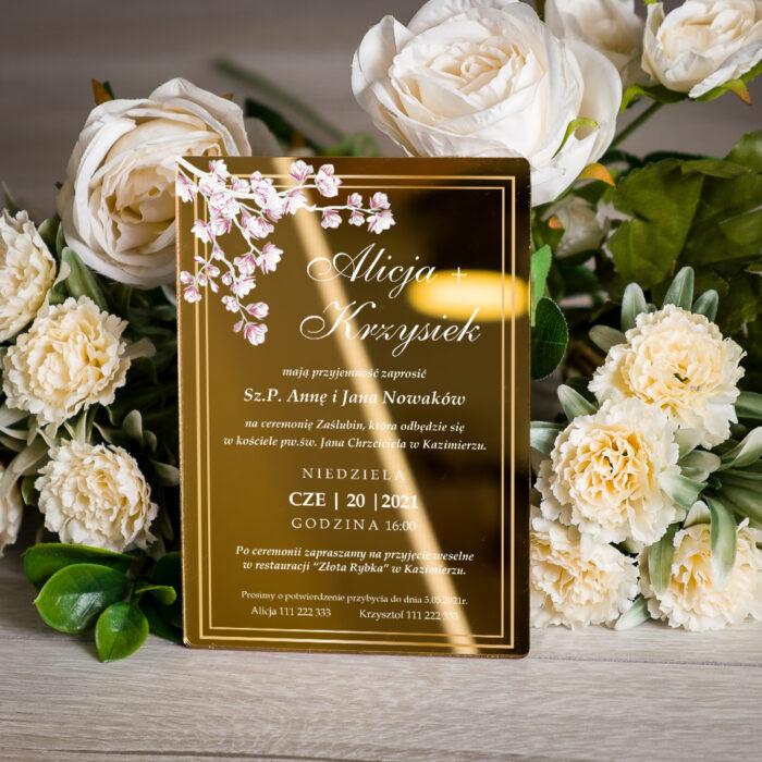 zaproszenie ślubne na pleksie złotej z kwiatami