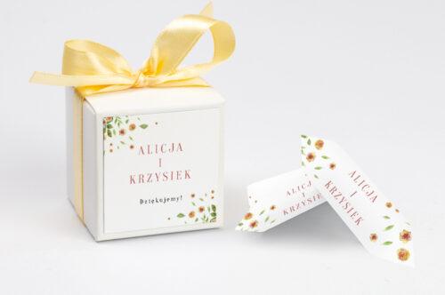 Ozdobne pudełeczko z personalizacją Jednokartkowe Recyklingowe - Rozrzucone kwiaty