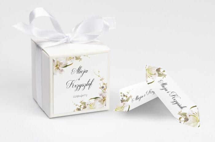ozdobne-pudeleczko-z-personalizacja-jednokartkowe-recyklingowe-eleganckie-lilie-kokardka--krowki-z-dwiema-krowkami-papier--pudelko-