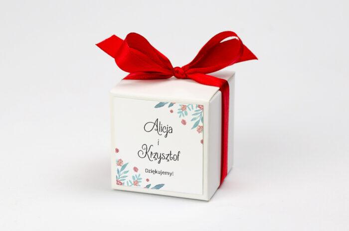 pudełeczko na krówki z personalizacją z piwonią chińską