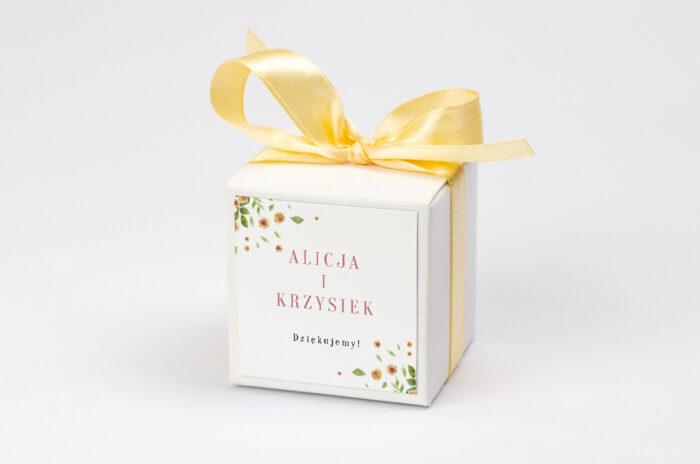 pudeleczko-z-personalizacja-jednokartkowe-recyklingowe-rozrzucone-kwiaty-kokardka--krowki-bez-krowek-papier--pudelko-