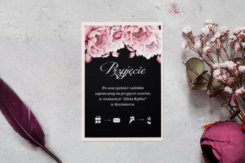 dodatkowa karteczka z podkładką i różowymi kwiatami