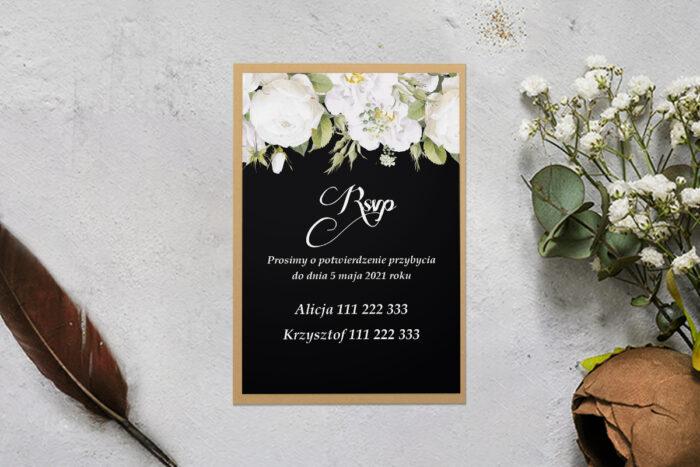 rsvp z podkładką z białymi kwiatami