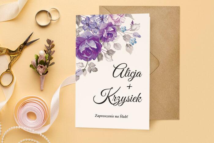 zaproszenie ślubne harmonijka z bukietem fioletowych kwiatów