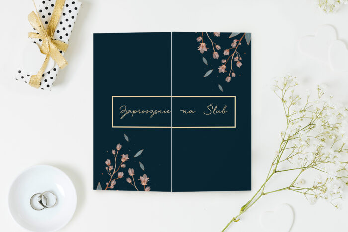 eleganckie-zaproszenie-slubne-z-nawami-delikatne-kwiaty-papier-matowy-koperta-bez-koperty