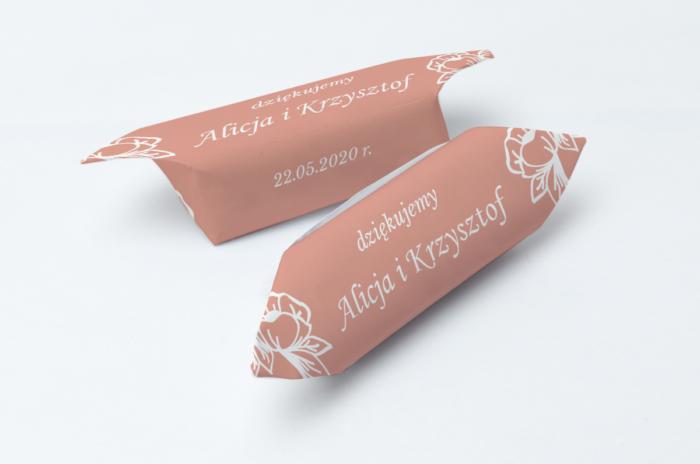 krowki-slubne-1-kg-kwadratowe-rozany-wianuszek-papier-papier60g
