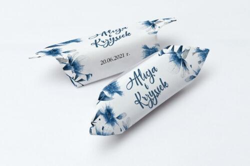 Krówki ślubne 1 kg Zdjęcie&Kalendarz w folderze – Niebieskie kwiaty