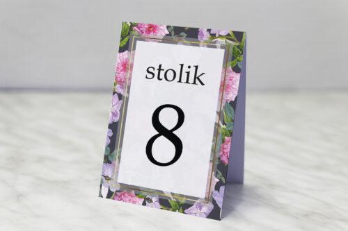 Numer stolika pasujący do zaproszenia Tło z kwiatów – wzór 10