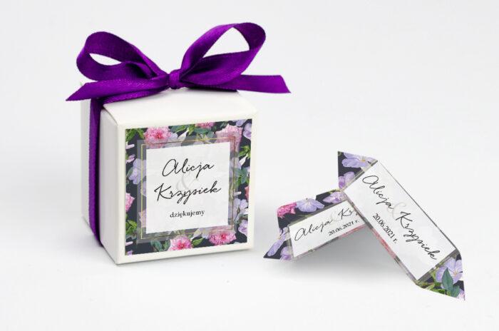 ozdobne-pudeleczko-z-personalizacja-zaproszenia-tlo-z-kwiatow-wzor-10-kokardka--krowki-z-dwiema-krowkami-papier--pudelko-