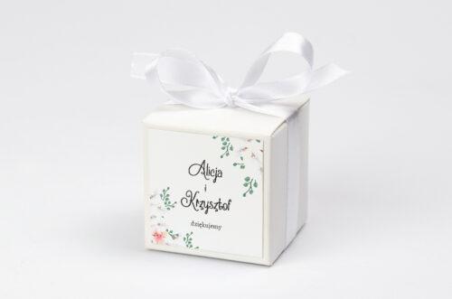 personalizowane pudełeczko na krówki z białymi storczykami
