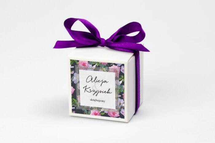 Ozdobne pudełeczko z personalizacją zaproszenia Tło z kwiatów – wzór 10