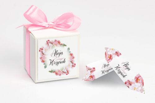 personalizowane pudełeczko na krówki w kwiaty