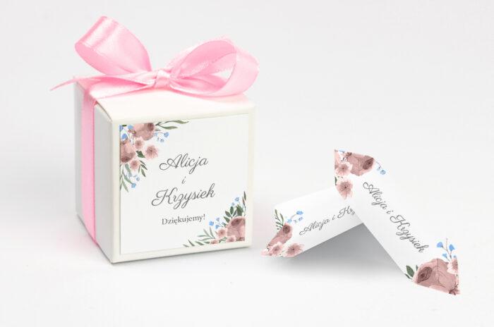 ozdobne-pudeleczko-z-personalizacja-zaproszenia-jednokartkowe-polne-kwiaty-kokardka--krowki-z-dwiema-krowkami-papier--pudelko-