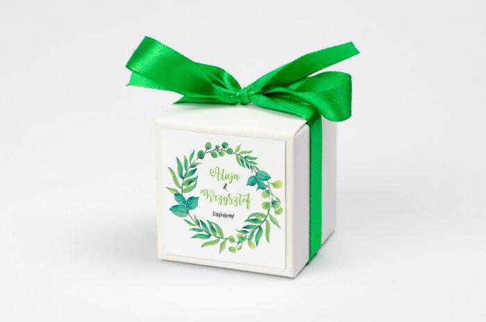 pudeleczko-z-personalizacja-kwadratowe-zielony-wianek-kokardka--krowki-bez-krowek-papier--pudelko-