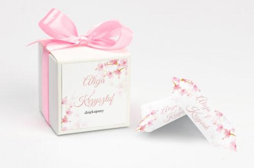 personalizowane pudełeczko na krówki z kwiatami jabłoni