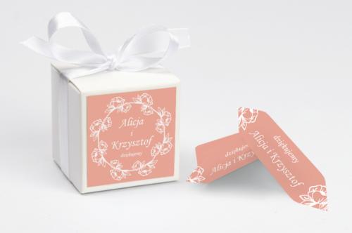 personalizowane pudełeczko na krówki z wiankiem kwiatów