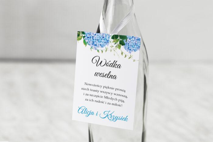 zawieszka-na-alkohol-do-zaproszen-wianki-z-kokarda-niebieskie-hortensje-dodatki-zawieszka-papier-matowy