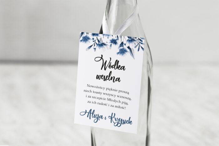 zawieszka-na-alkohol-do-zaproszen-zdjeciekalendarz-w-folderze-niebieskie-kwiaty-dodatki-zawieszka-papier-matowy