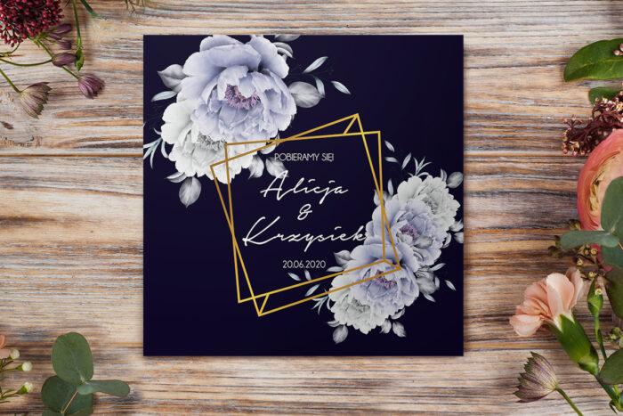 eleganckie-zaproszenie-slubne-kontrastowe-z-kwiatami-niebieskie-roze-papier-matowy-koperta-bez-koperty